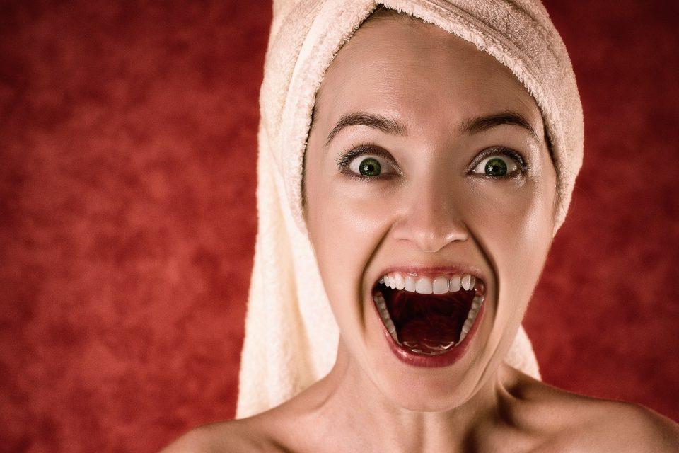 Blanchir ses dents de façon saine pour un sourire éclatant